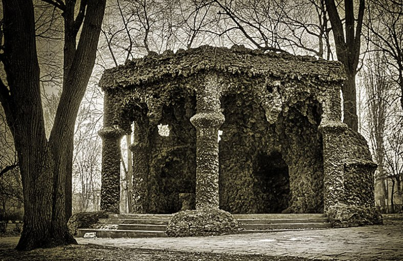 chapel-in-the-park-bw-gold-toned