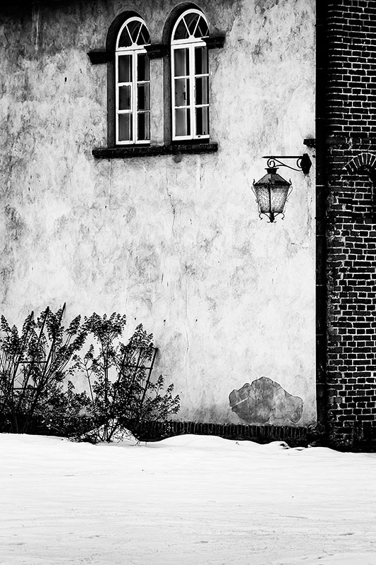 House-Next-to-Castle-BW