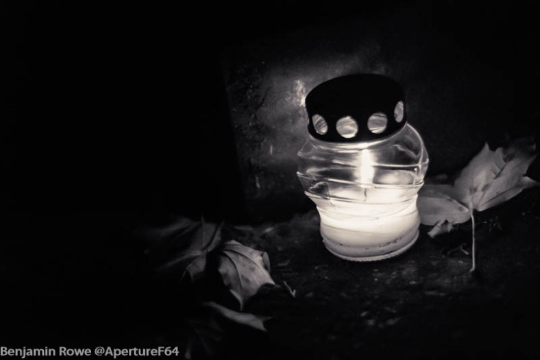 Candle with leaves black and white